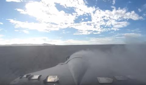 Cómo hacer un trompo a 386 km/h y no morir en el intento