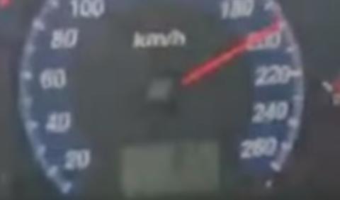 Imputado por grabar un vídeo en el que circula a 200 km/h