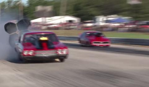 Revienta dos neumáticos a más de 250 km/h