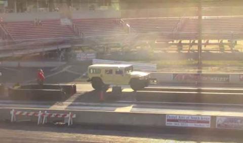 Vídeo: un Hummer H1 en la pista de aceleración...