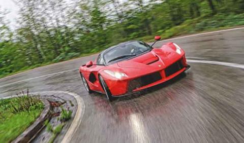 Un impresionante Ferrari LaFerrari blanco, a la venta