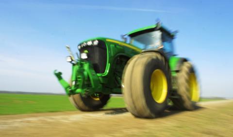 Drifteando con un tractor de 400 CV