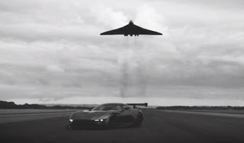 El Aston Martin Vulcan conoce al Vulcan original