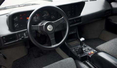 bmw-m1-interior