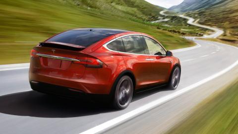 SUV-más-rápidos-acelerando-tesla-model-x
