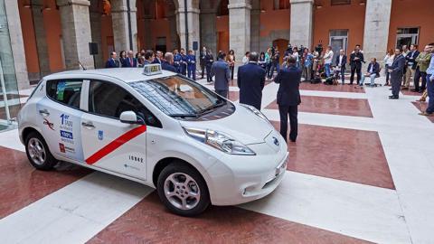 PSOE excluye a motos y taxis de la ley anti contaminación