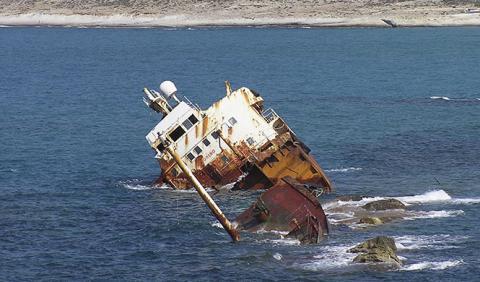Rincones del mundo barcos varados
