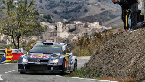 Rally Cataluña 2015: Mikkelsen gana tras accidente de Ogier