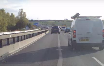 Vídeo: esto sí que son reflejos al volante