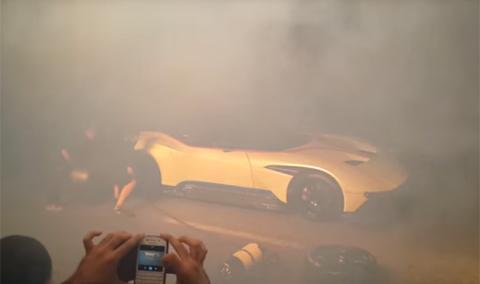 Así hace el Aston Martin Vulcan su parada en boxes