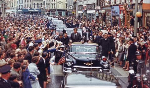 Venden las matrículas del coche en que asesinaron a Kennedy