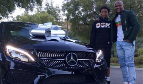 Floyd Mayweather regala un Mercedes C 450 AMG a su hijo