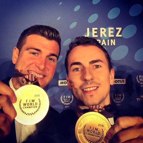 Jorge Lorenzo recibe el premio de Campeón del Mundo 2015