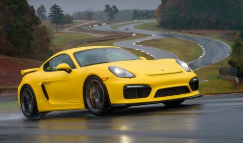 Vende su Porsche GT4… ¡por los asientos!