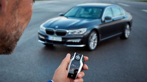 Serie 7, el primer coche que podrá aparcar solo en España