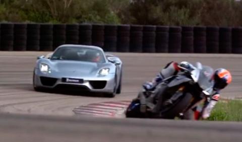 Eterna lucha: Porsche 918 Spyder vs Yamaha YZF-R1
