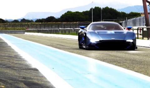 El Aston Martin Vulcan revienta el asfalto