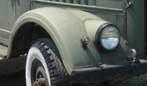 Un todoterreno ruso GAZ, con un motor americano Hemi V8