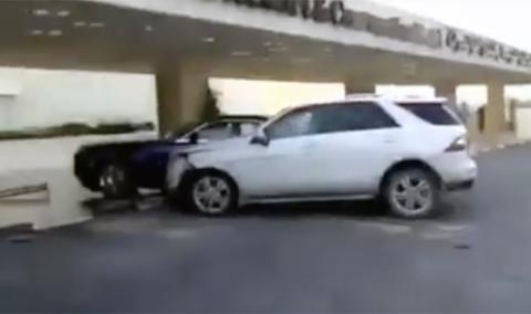 Este niño estrella su Mercedes contra un Rolls-Royce