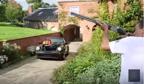 ¿Harías tiro al plato con un Porsche Targa?