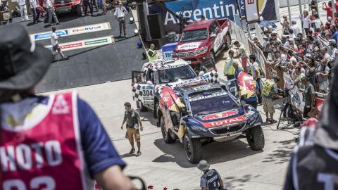 Dakar 2016, coches: Ten Brinke supera a Sainz en el prólogo