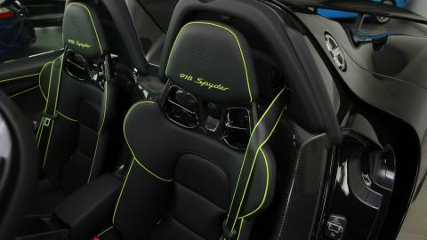 Porsche 918 Spyder asientos