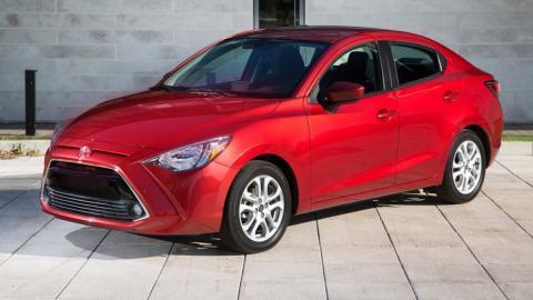 Toyota Yaris Sedán americano frontal