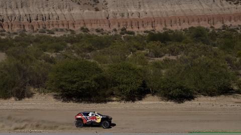 Dakar 2016. Coches, Etapa 10: Peterhansel gana y lidera