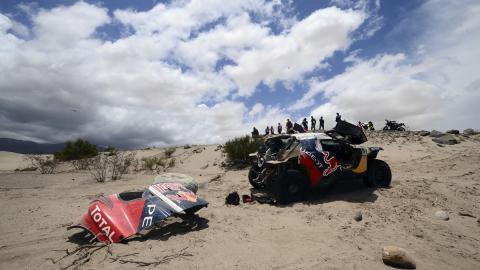 Carlos Sainz sufre una avería y dice adiós al Dakar 2016