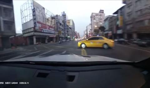 El encontronazo fortuito entre un taxi y un BMW M3