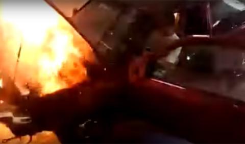 Impresionante explosión de un motor en un banco de potencia
