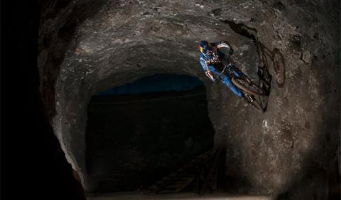 primer descenso subterráneo del mundo en bici