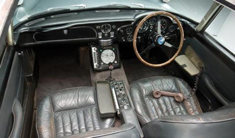 Fotos: Se subasta el Aston Martin DB5 de James Bond por 2,9