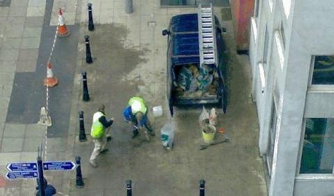 Pregunta: ¿por dónde saldrá la furgoneta?