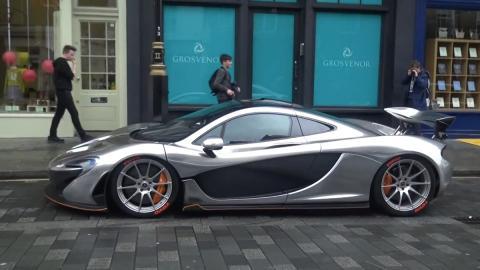 Un McLaren P1 cromado deja ciego a media Londres