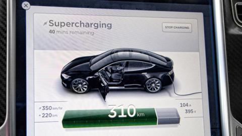 Cargando Tesla Model S en España