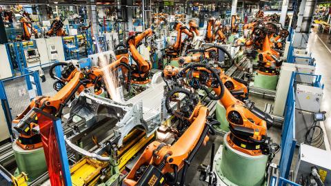Mercedes-Benz reducirá el número de robots de sus fábricas