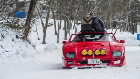 Ferrari F40 en la nieve