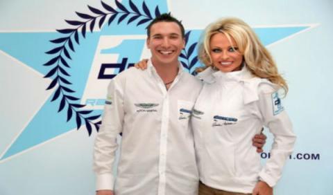 Pamela Anderson crea el equipo de carreras Downforce1