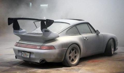 Un Porsche 911 Turbo, en llamas en el Salón de Nueva York