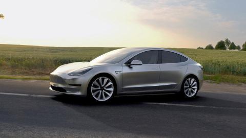¡Primera vuelta en el Tesla Model 3!