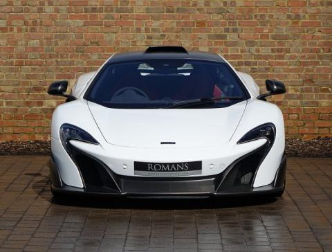 McLaren 675LT White Silica frontal