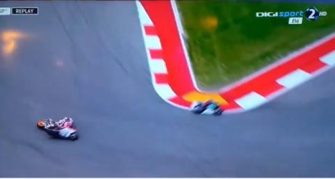Vídeo: Pedrosa se lleva puesto a Dovizioso en Austin