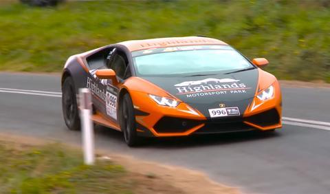 Vídeo: Lamborghini Huracán a dos ruedas en pleno rally