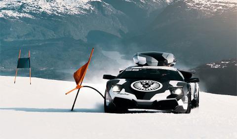 'Esquiando' a lo bestia con su Lamborghini Murciélago