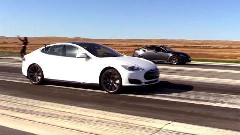 ¿Puede el Tesla menos potente plantar cara a un Lexus IS-F?