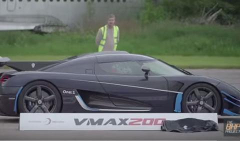 El Koenigsegg One:1 bate el récord de velocidad de VMAX200