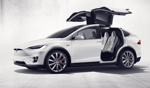 Tesla, demandada por el propietario de un Tesla Model X