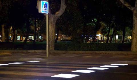 Así funciona el primer paso para peatones inteligente