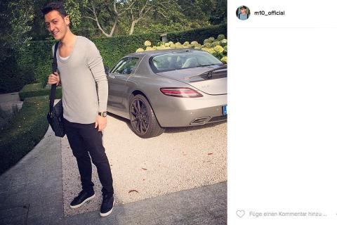 Mesut Özil: Mercedes SLS AMG